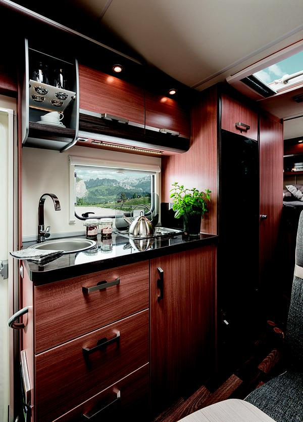 kaufen oder mieten der traum vom wohnmobil urlaub. Black Bedroom Furniture Sets. Home Design Ideas